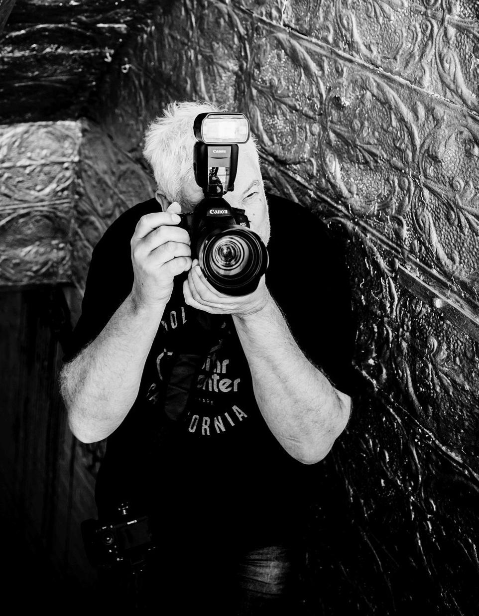 Der Fotograf für Coaches - NACH DEM INTERVIEW GEHEN WIR BEIDE MIT DEM GLEICHEN GEDANKEN INS WOCHENENDE: AB WANN IST MAN EIN EXPERTE?Raimund Verspohl ist Portraitfotograf und Grafikdesigner. Ich habe ihn kennengelernt, weil meine Website ein Foto haben sollte. Nach Empfehlung habe ich mir natürlich seine Website angeschaut. Da gibt es wirklich schicke Bilder – von anderen. Trotzdem rief ich ihn an. Raimund fragte schlicht, was ich haben will... aus meiner Sicht war das eine Frage vom Experten.www.coachfotograf.deBildnachweise: Bild 1.) Sabrina Rosopulo, Bild 2.) Raimund Verspohl und Bild 3.) Stephanie Wiesner
