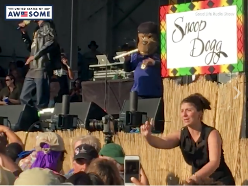 Amazing Sign Language Interpreter At Snoop Dogg Show