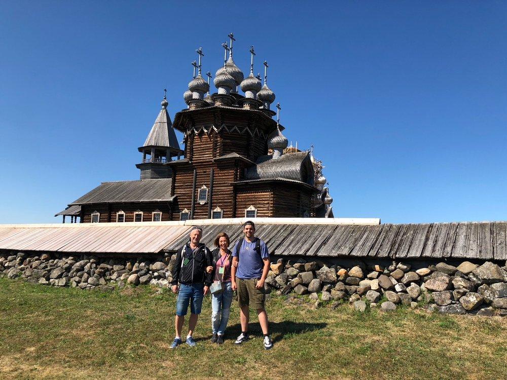 Kizhi - Kizhin saari on upea maailmanperintökohde ja osa Karjalan kulttuuriympäristön suojelualuetta. Kizhin alue on tunnettu muun maussa ainutlaatuisista puukirkoistaan.