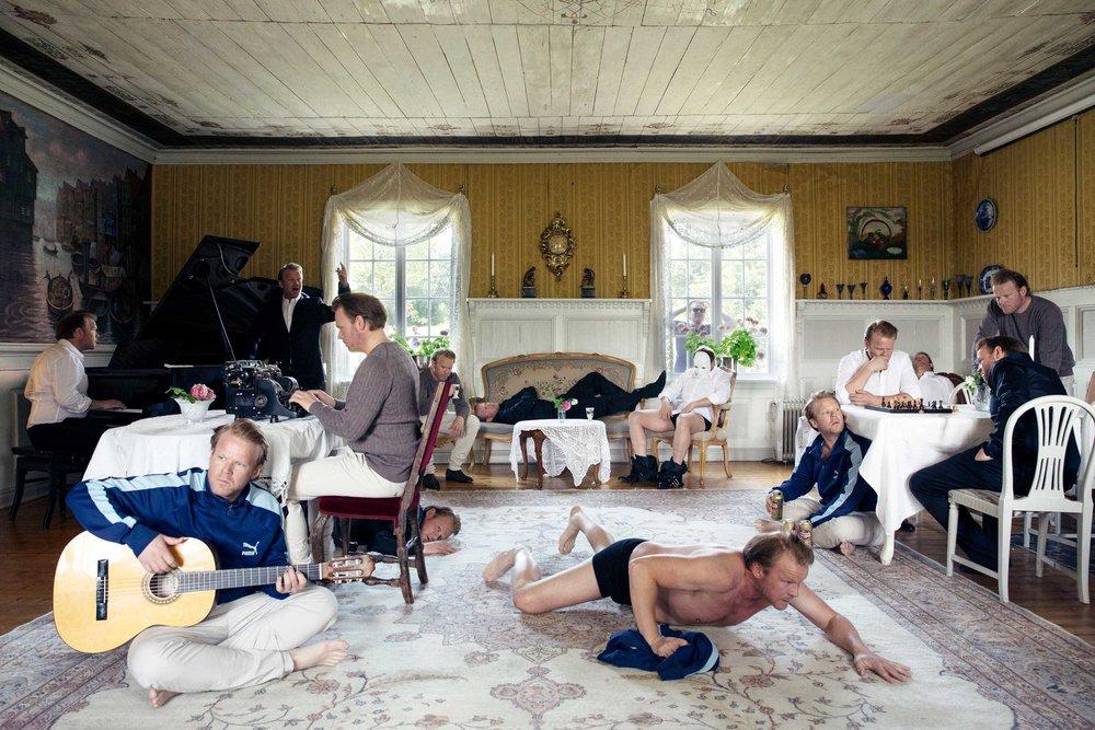 Mange Anders Baasmo Christiansen i stuen i hovedhuset