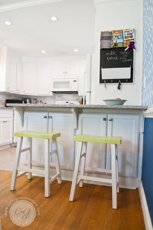 white kitchen peninsula with stools.jpg