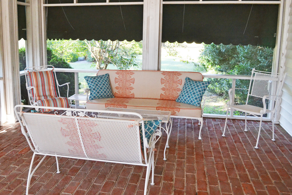 porch seating area2.jpg