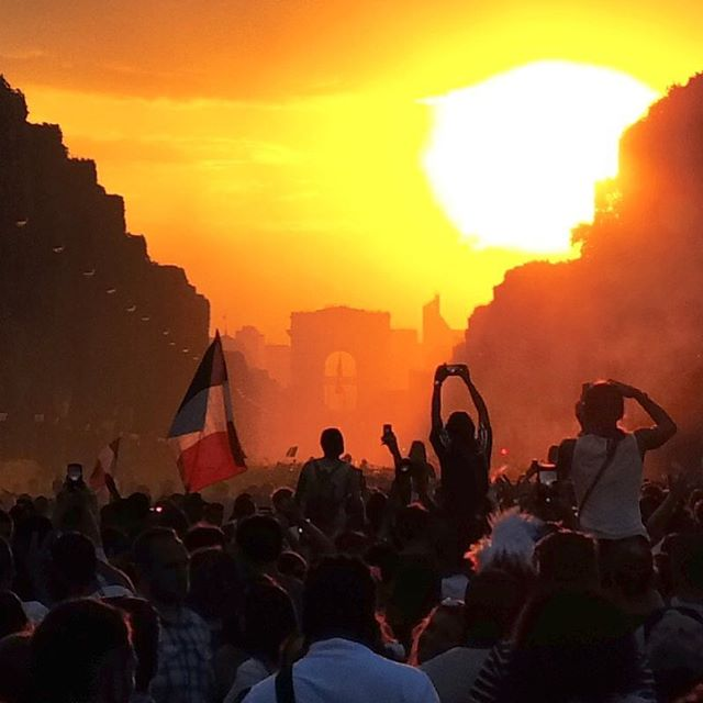 Happiness never ends! . . . #fwc2018 #footballworldcup2018 #happiness #positivevibes #footballworldcup2018 #goldenhour #fifa2018 #allezlesbleus #onagagné #championdumonde #fff #mercilesbleus #sunset #proud #champelysees #parisien #parisienne #celebrating #flag #flagwavers #goodvibes #beautiful #emotions #frenchflag #paris #france #perspective #happycrowd #dxo #dxoone #shotwithdxoone