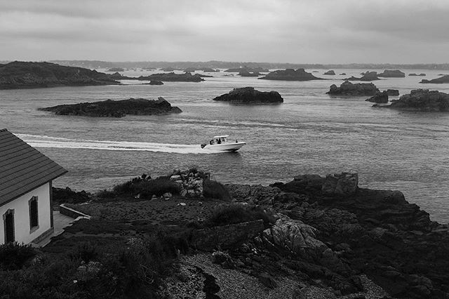 Small islands . . . . #liledebrehat #brehat #brehatisland #island #bretagne #breizh #nature #france #photography #sailing #mareebasse #sea #water #beautifullhouses #beautifulplace #boat #blackandwhitephotography #blackandwhite #fisherman #smallbarks #marine #holidays #notasunnyday #cloudy #reflection #summer #holidays #dxo #dxoone #shotwithdxoone