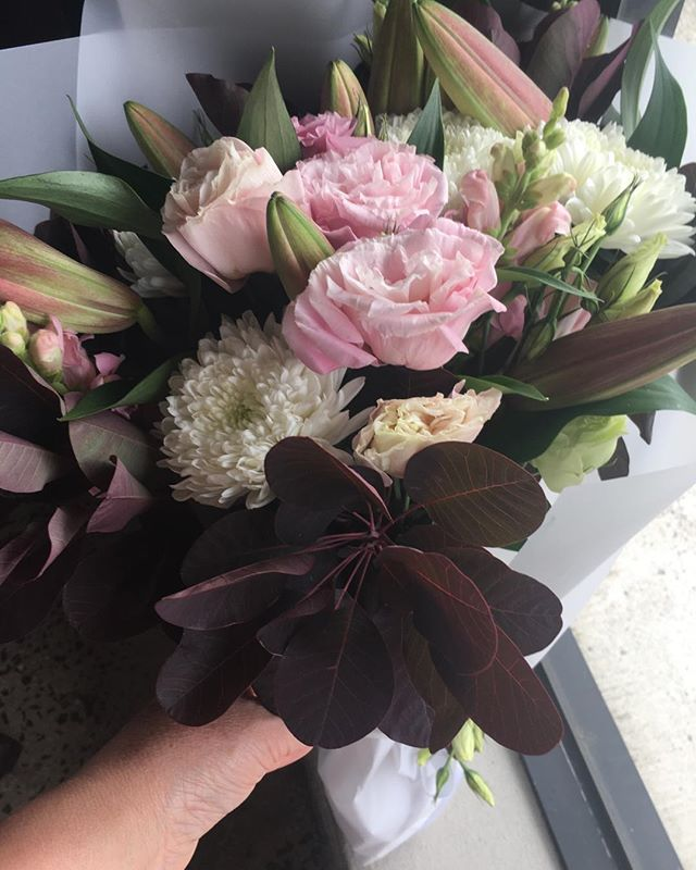 Friday online orders 💐🌷 #showitwithflowers