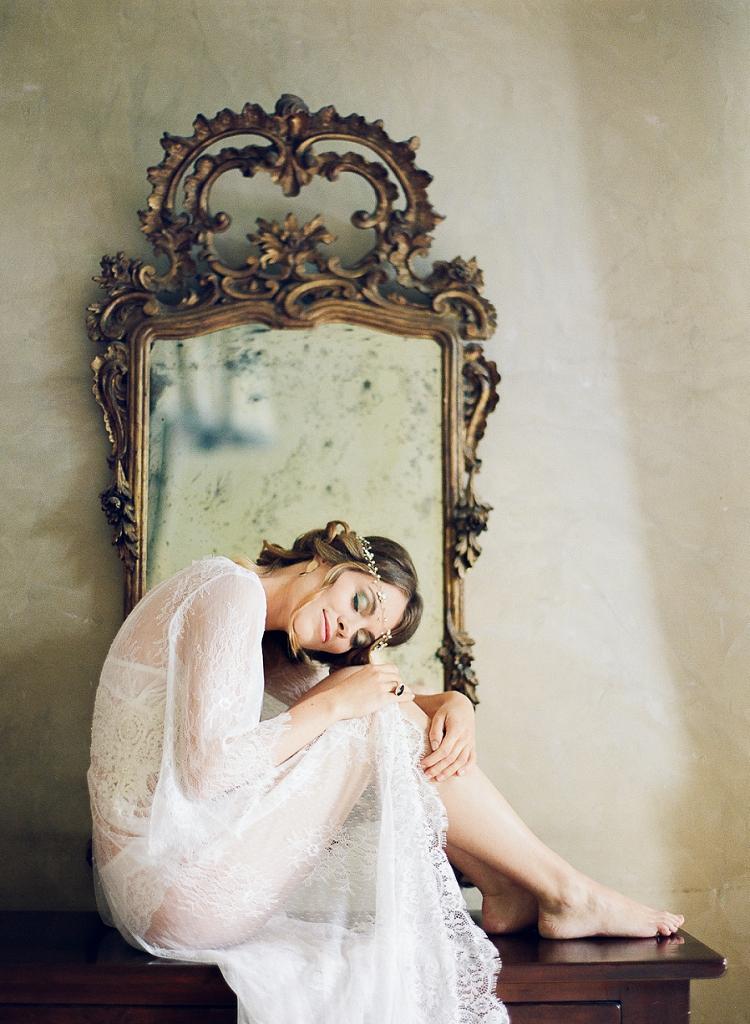 Emotive-Bridal-Boudoir-Session-in-Italy-by-Kibogo-Photography-destination-fine-art-wedding-photographer-3.jpg