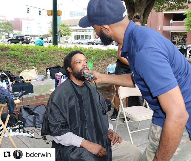 Cuts for Change brought together a dozen salons including @epiphanysalonanddayspa who was represented by Michael. ✂️ #cutsforchange #cutsforchangechatt #noogagram #chattanooga #beawesometosomebody