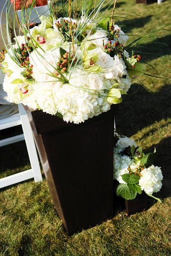 Malloy Weddings | New England wedding planner | Nantucket Golf Club wedding | Ceremony welcome urns