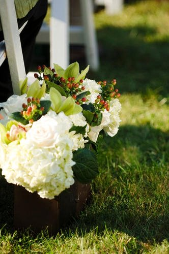 Malloy Weddings | New England wedding planner | Nantucket Golf Club wedding | Ceremony aisle adornments