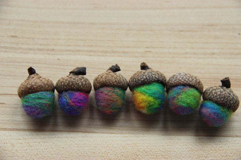 52338be8d53726b7-feltedwoolacorns.jpg
