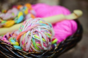 Elysa shows out some vibrate yarns paired with an OMG crochet hook from ThreeRavens.