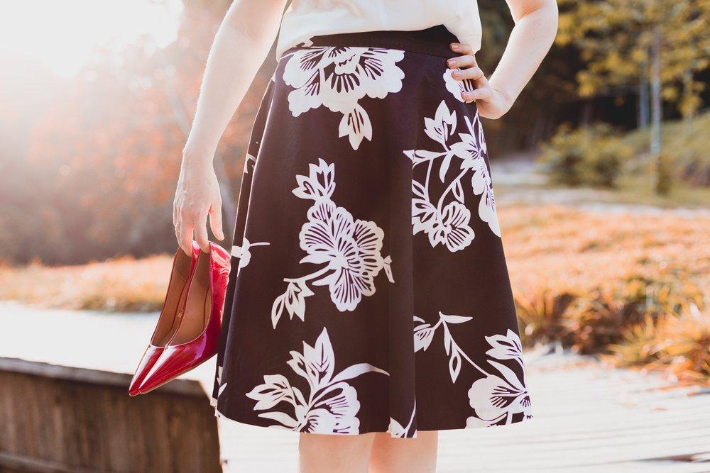 dress-elegant-fashion-601316.jpg
