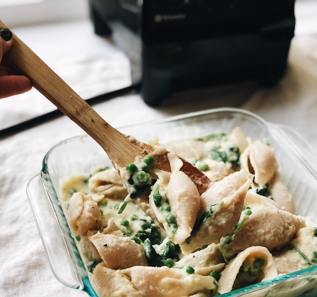 creamy cauliflower alfredo pasta (vegan).