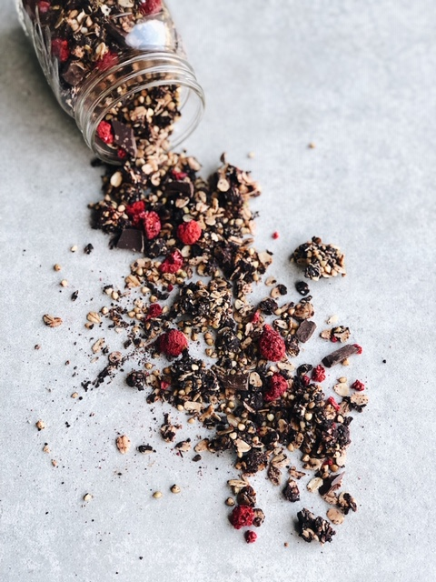 healthy crunchy chocolate and berries gluten free granola