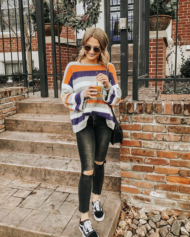 guys. climbed myself out of a little rut today + have this pic to prove it 🤗 hope you all had a great saturday! anyone else craving a little color in their life this time of year!? 🌈 this sweater is from last season but i linked up a few of my fav color block sweaters via the LIKEtoKNOW.it app! ✨ http://liketk.it/2zqNi #liketkit @liketoknow.it