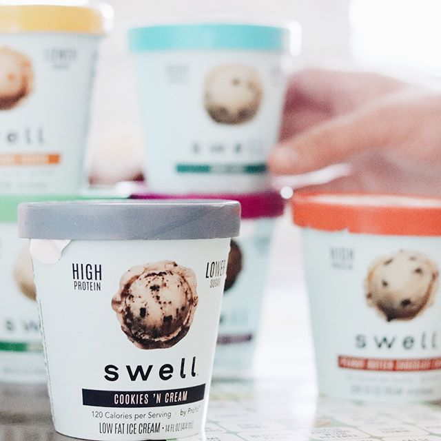 This past weekend we kicked off football season with a little interactive dessert with friends. I brought nearly every flavor of @swell.foods ice cream for everyone to taste and choose their favorite! Protein ice creams haven't always been known to compare to regular ice creams but with @swell.foods you can actually curb those cravings without sacrificing flavor! Head on over to my blog to read more about our little taste-test party and which ones we liked best! Link in profile. #proyo #swellfoods #ad