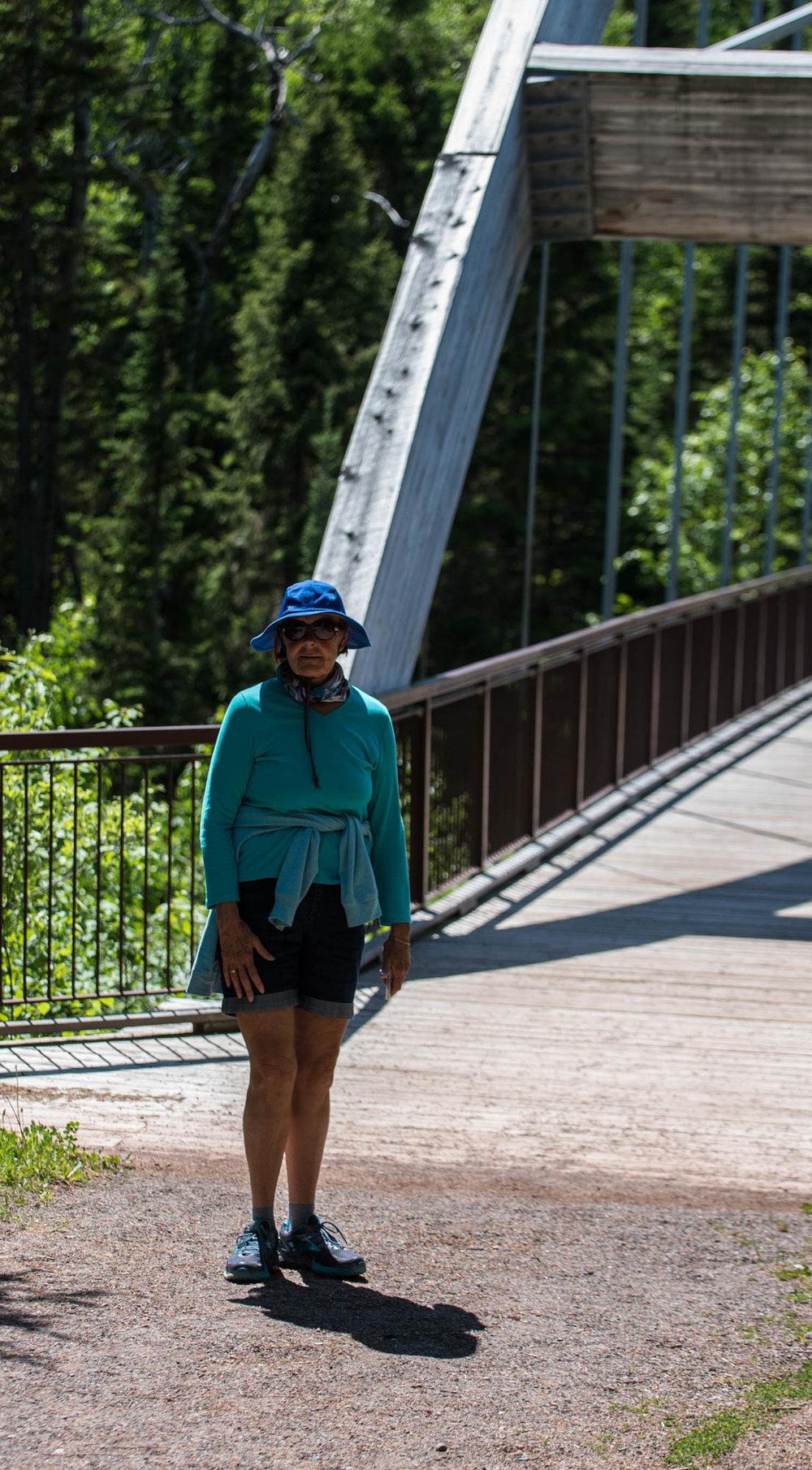 Nana crosses the bridge