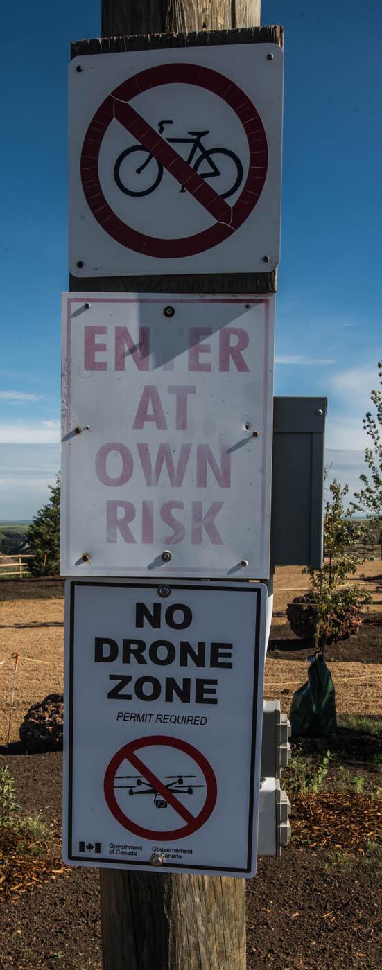 Un friendly signs at horseshoe canyon