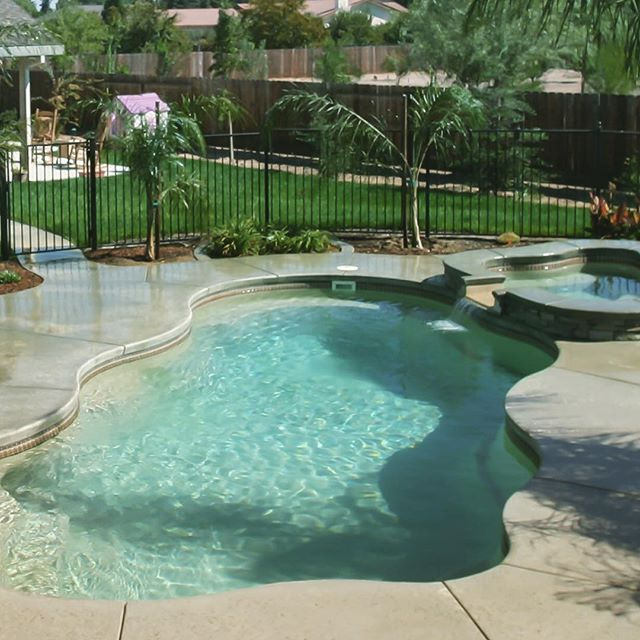 How's your Summer Going?. . . #exteriors #summer #sun #splash #pool #patio #spa #sanantonio #Texas #dontmesswithtexas #dontmesswithfiberglass #blue #cannonball #SouthTexas #SATX #Staycation #paradise #resort #family #familymoments #backyard #funbythepool #fun #youshouldbehere #exteriors #oasisoftheseas
