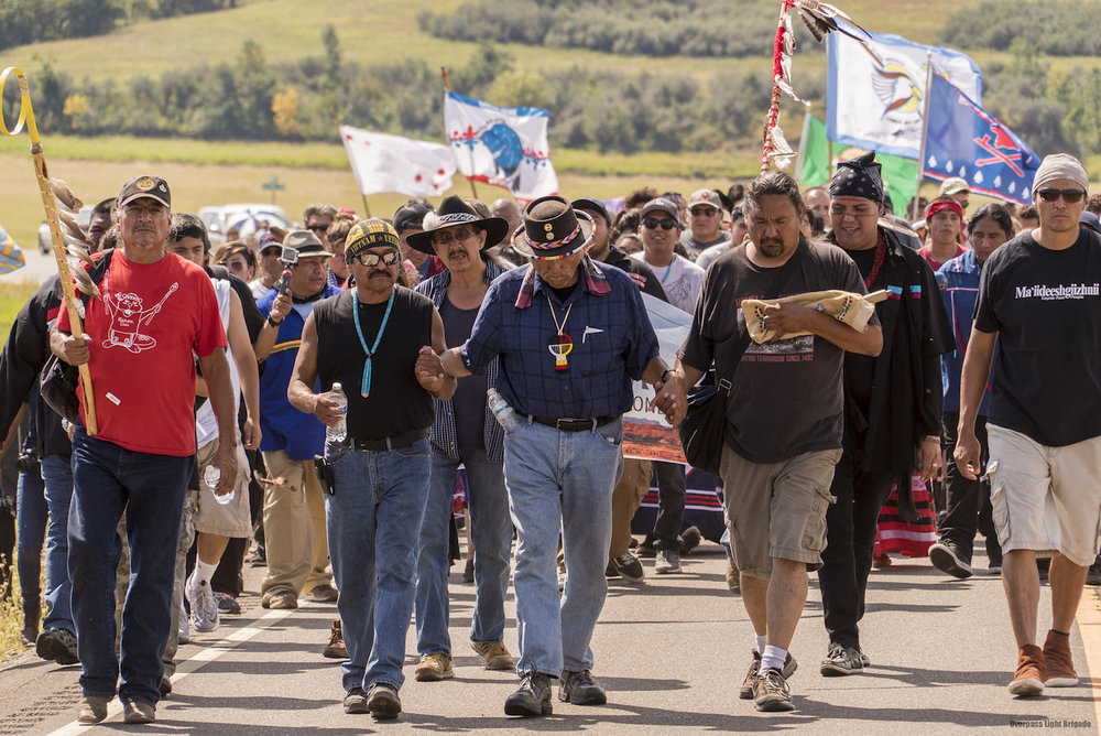 Dennis Banks leading the paryer group.jpg