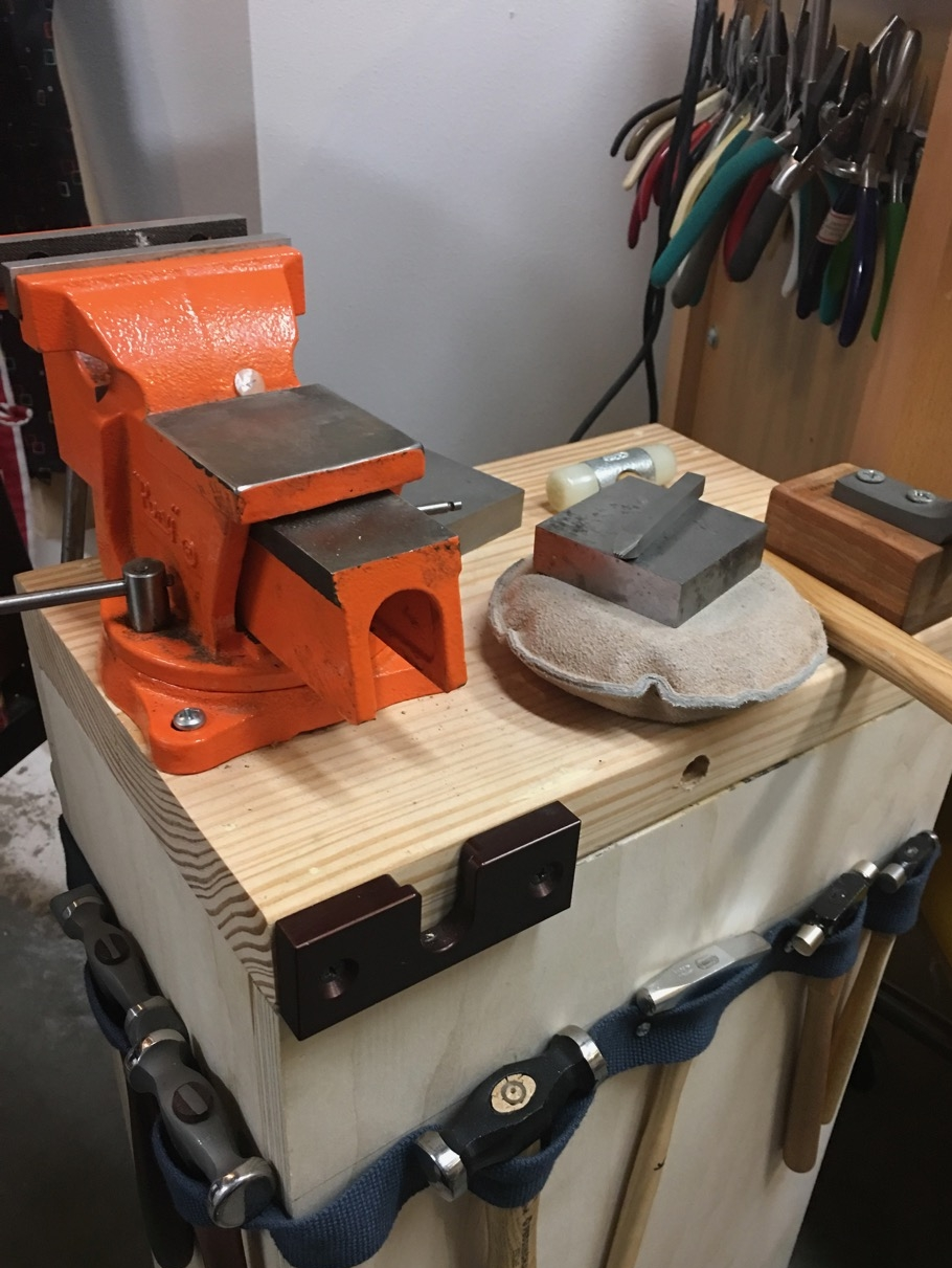 SHAPING BENCH