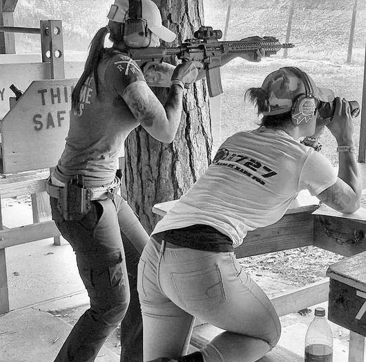 3425fa7148e25d2c13f94bc6f8af51df--real-women-guns-girls.jpg