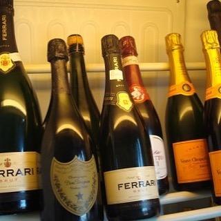 Tu ne sais pas lequel choisir du Champagne ou du Prosecco ? Le Prosecco bien sûr! #lafamilynoel #spumante #prosecco #champagne #italie