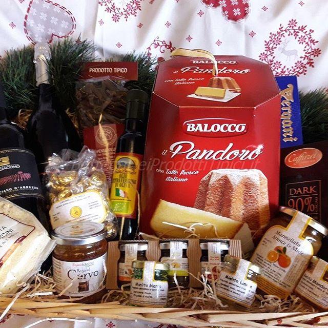 Un met raffiné / une douceur gourmande sous ton sapin de Noël ? Photographie le et tagge La Family pour gagner notre Box de Noël! #lafamilynoel #Italie #Brussels #box #gift