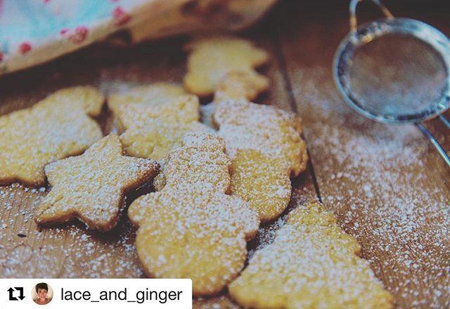 ★ Concours Instagram ★  And the winner is... @lace_and_ginger et ses « biscotti di pasta frolla » !! Magnifique photo de biscuits typiques que l'ont fait en famille en cette période de Noël!  Tout à fait l'esprit de LA FAMILY!!@lafamily_recettes  Bravo!! #lafamilynoel #instagram #biscottidipastafrolla  https://instagram.com/p/Bc9wkIPhBHX/