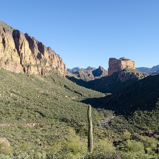 Superstition-Mountains-Wilderness-photo-by-Pedro-Vaz.JPG