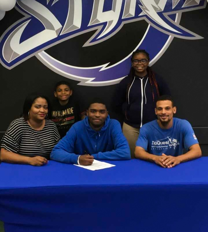 With his family, Romeo Jordan  (center front)  signing his commitment to the DCCC Storm