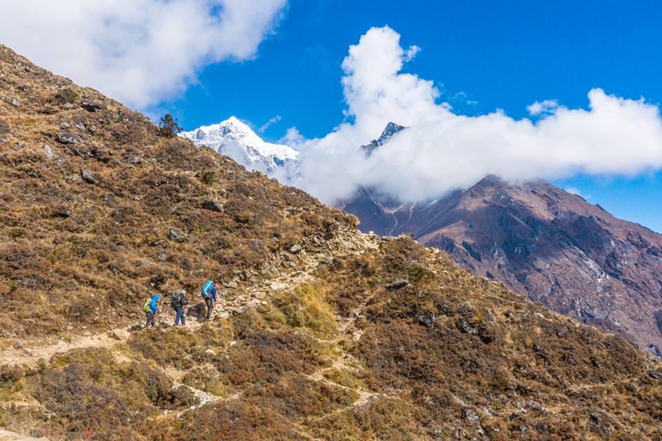 Đây được gọi là đường bằng phẳng ở Nepal. Ảnh chụp bởi Giang Hoàng.