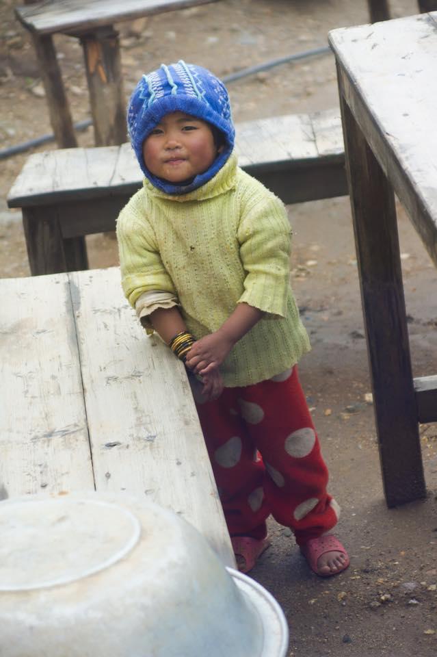 Chúng tôi muốn nói với em rằng thế giới nơi em sống đẹp đếp nhường nào. Hình chụp bởi Minh.