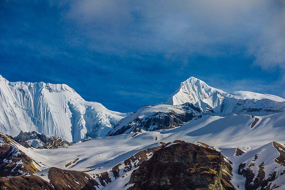 Trek đến Annapurna Base Camp (ABC) trong nắng sớm. Hình chụp bởi Hoàng Lê Giang.