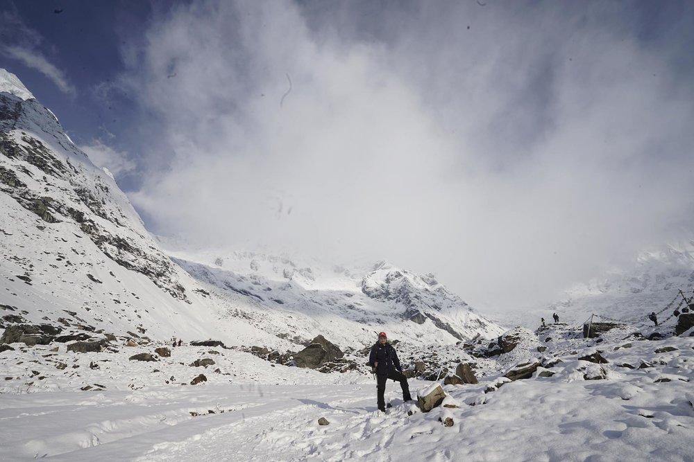 Trên là mây, dưới là tuyết trong thung lũng của các vị thần