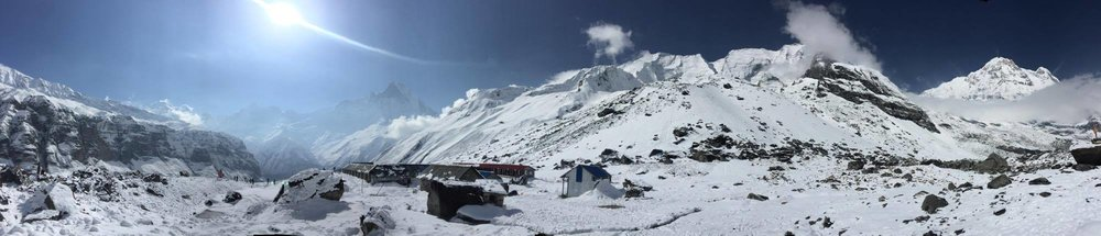 Toàn cảnh Annapurna Base Camp nhìn hướng về Machapurne thần thánh