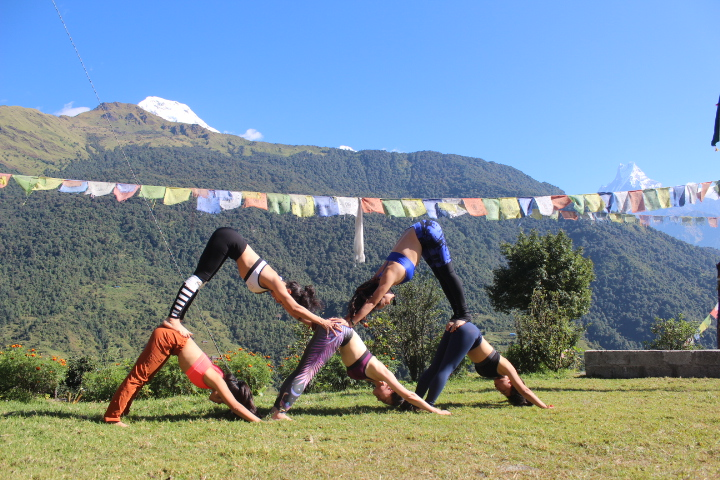 Playing yoga helps us taking back our energy - Photo by Top1Trekking
