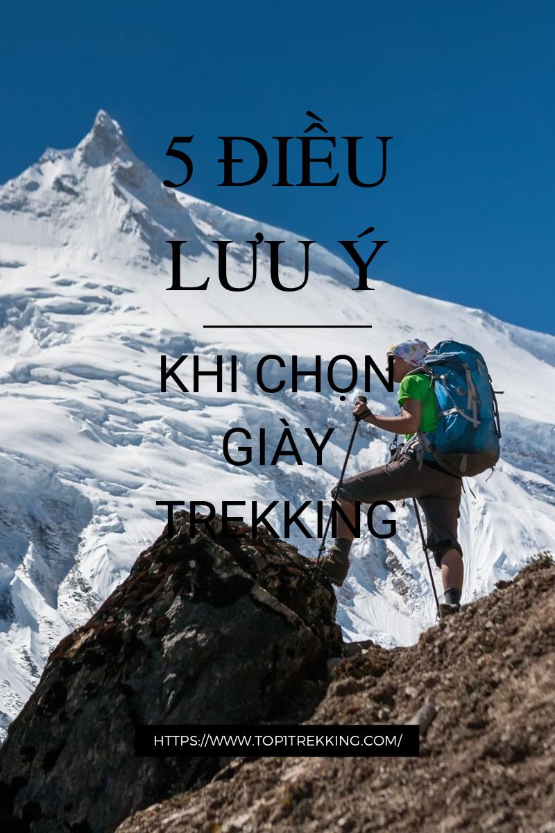 Trekker đứng trước ngọn Manaslu trong hành trình dài gần hai tuần