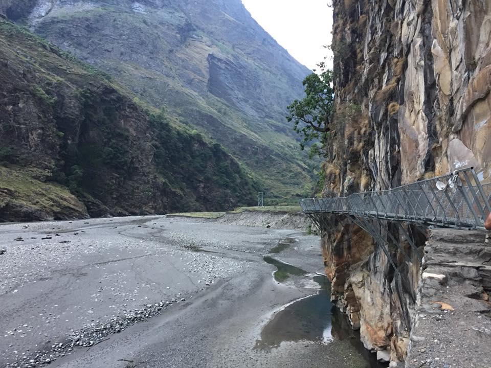 Cây cầu treo bắc ngang cua hẻm núi