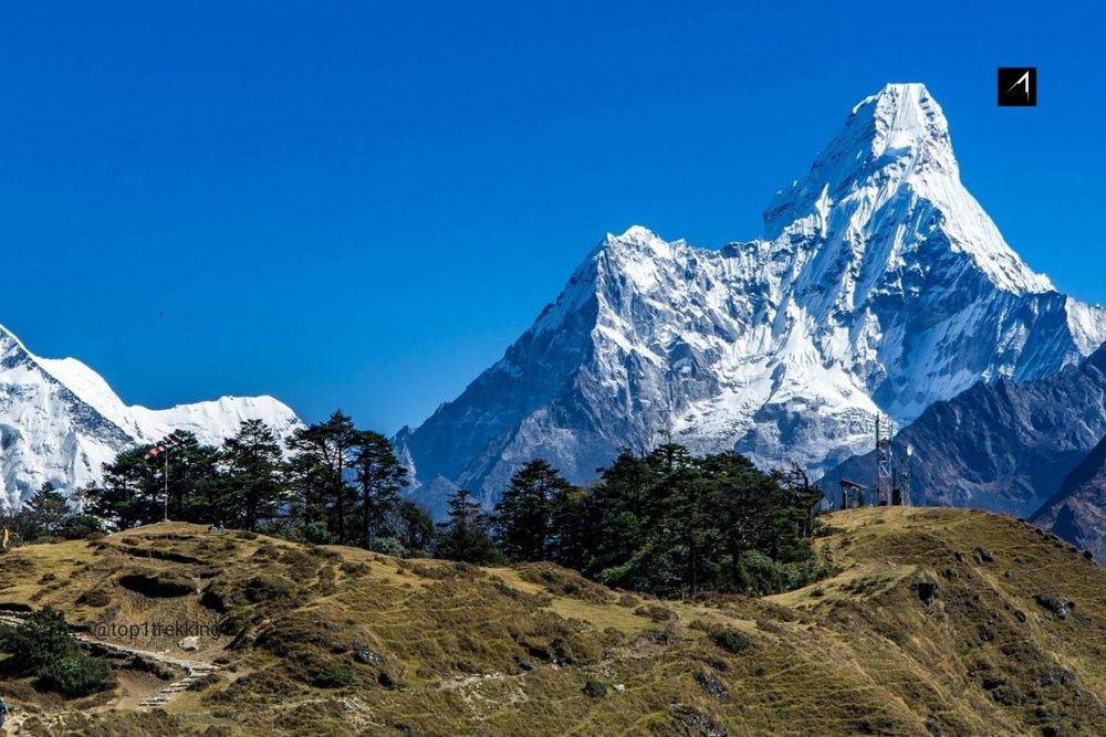 Một tách trà masala nóng hổi với cảnh đẹp lung linh của dãy Himalayas tại Everest View là một trải nghiệm tuyệt vời không thể nào quên.