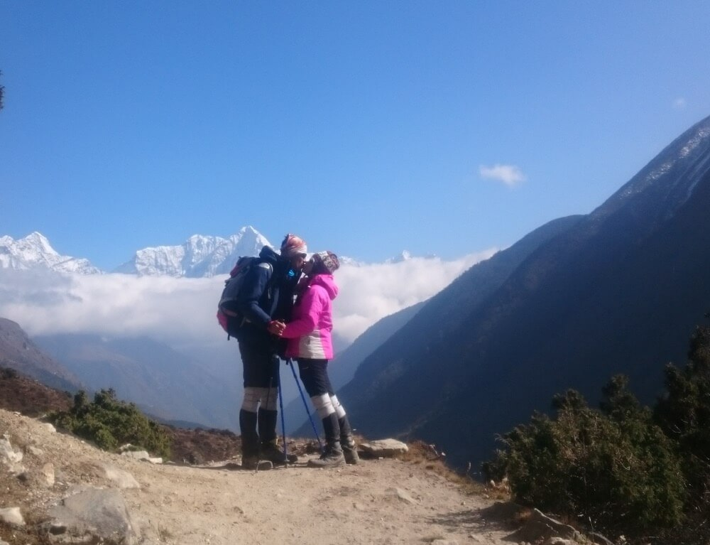 Trekker Couple on gokyo route.JPG