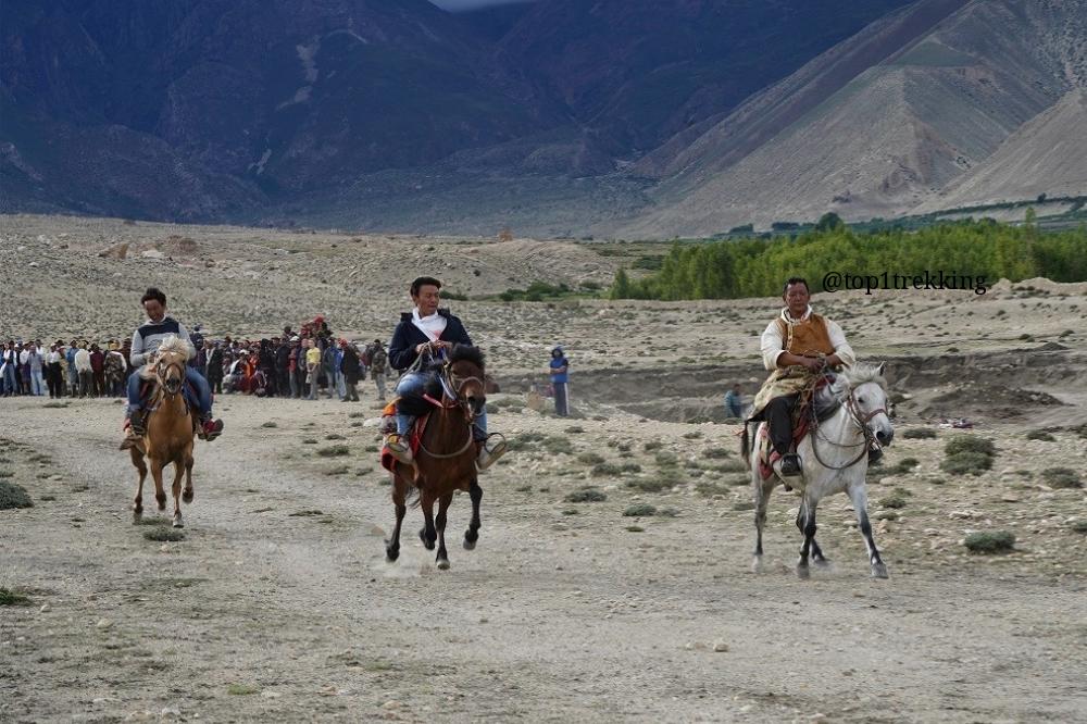 Lễ hội đua ngựa ở Tsarang