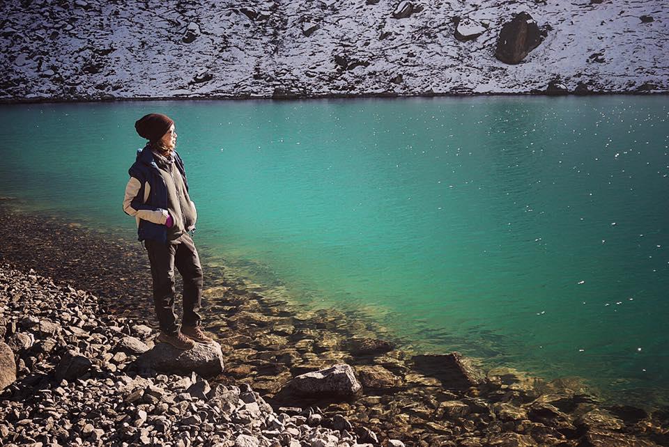 Màu nước xanh của hồ Gokyo thay đổi theo sắc thái của bầu trời