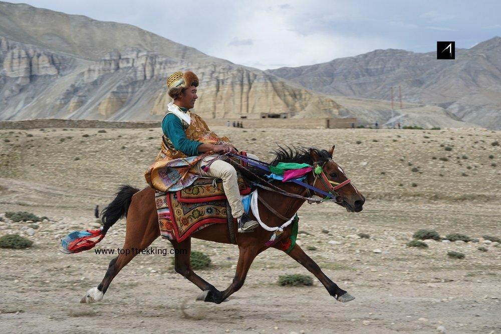Lễ hội đua ngựa ở Tsarang, cố đô vùng Mustang