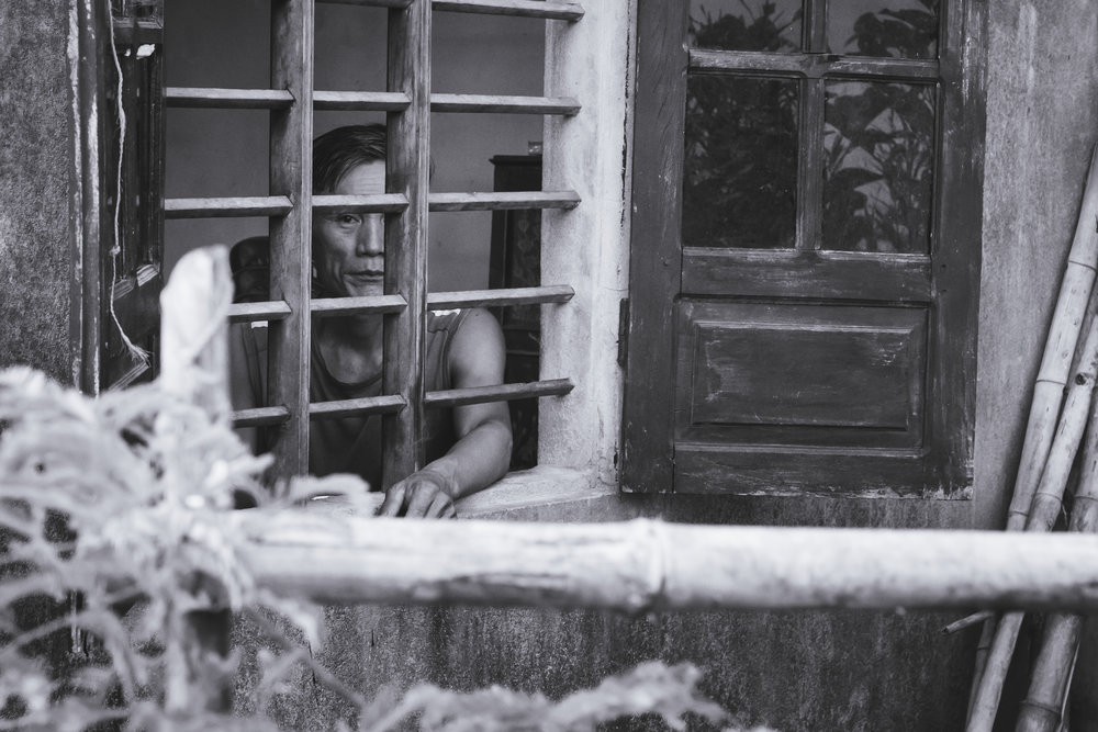Vietnam-window-looker