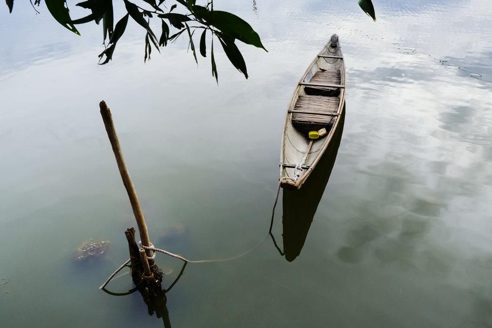 Vietnam-calming-boat