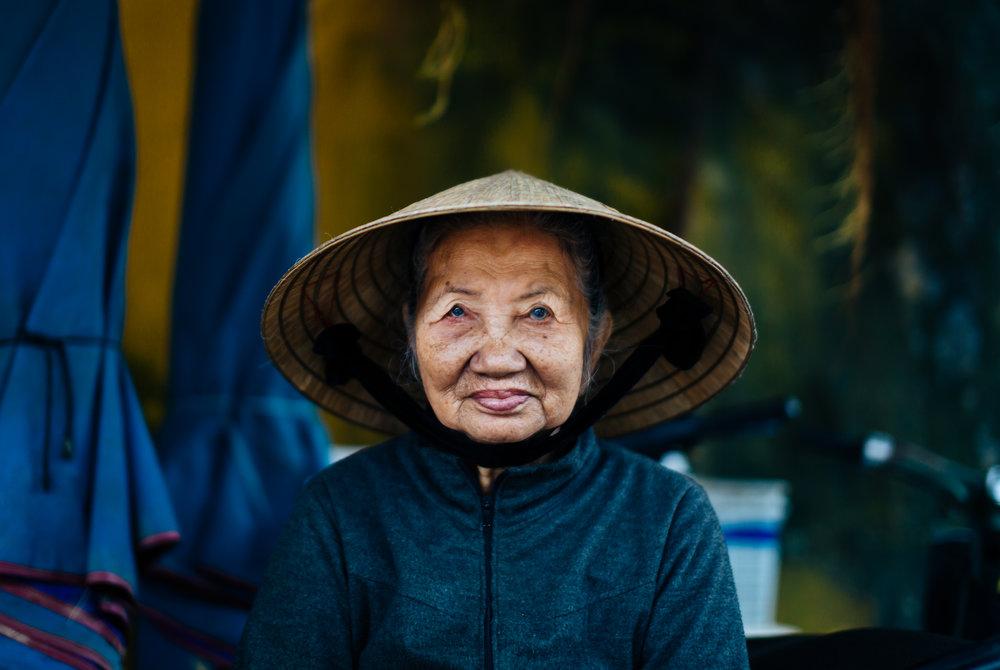 vietnam-non-la