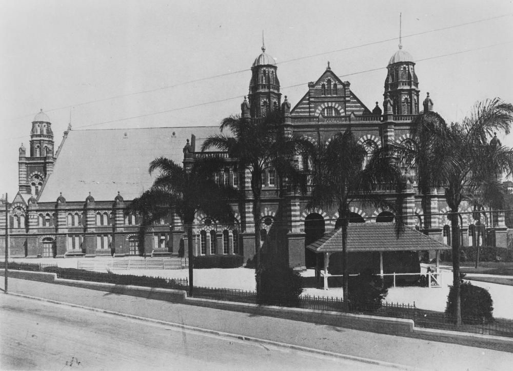 StateLibQld_2_393905_Museum_adjoining_Exhibition_Hall_Gregory_Terrace_Brisbane_1924.jpg