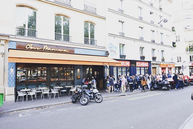 Line outside #obermamma before opening but well worth the wait! 🇮🇹🍕🥖 found via @paris.foodguide app 📱#discoverfood #instafood #italian #foodie #foodporn #helikesit #parisfood #delicious
