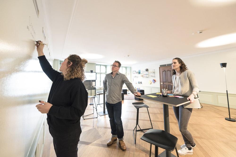 Das angebot - Die Methoden des Design Thinking sind seit Jahren bekannt und werden in unterschiedlichen Branchen für die Problemlösung und Ideenfindung eingesetzt. Wir setzen die «Best of»Methoden in verschiedenen Formaten ein, um unsere Kunden auf dem Weg in die Digitalität zu begleiten.